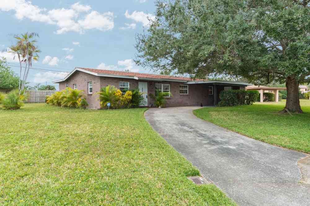 SOLD – 1437 Pinewood Drive Melbourne, FL 32935 – $106,000